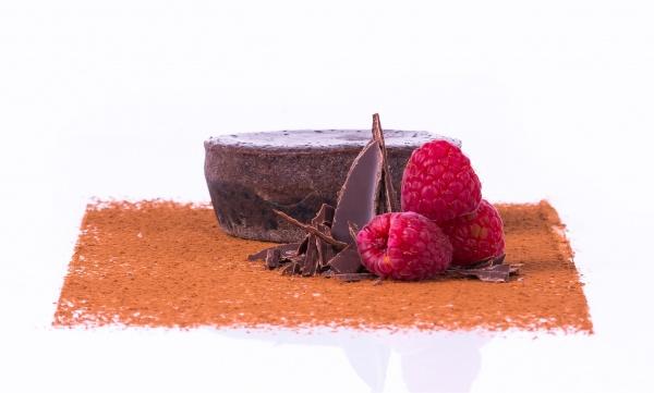 Esponjoso coulant de chocolate con un delicioso corazón de chocolate líquido. Microondas 30 segundos.