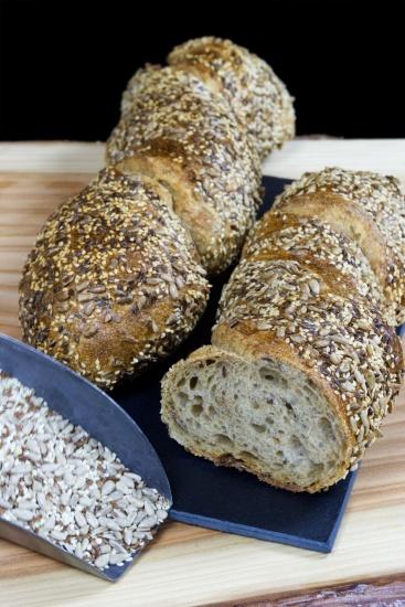 Pan de miga vaporosa y sobroso aroma derivado de pipas de girasol, sésamo y linaza. Todo un placer.