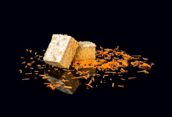 Plancha de Zanahoria y nueces con crema de queso por encima. ¡Exqusito!