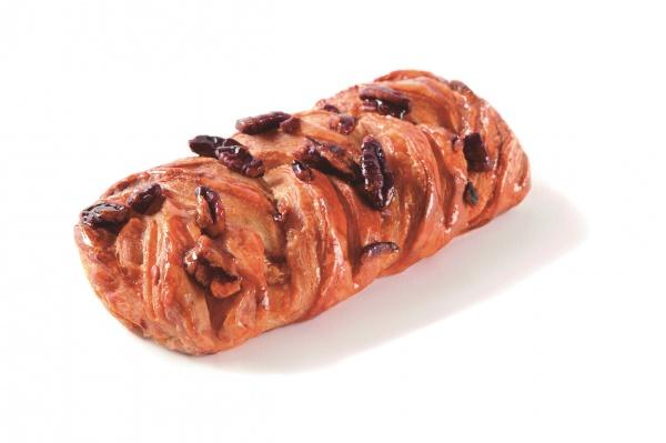Deliciosa tranza hojaldrada con nueces de pecan y jarabe de arce. El 21% de producto es relleno.