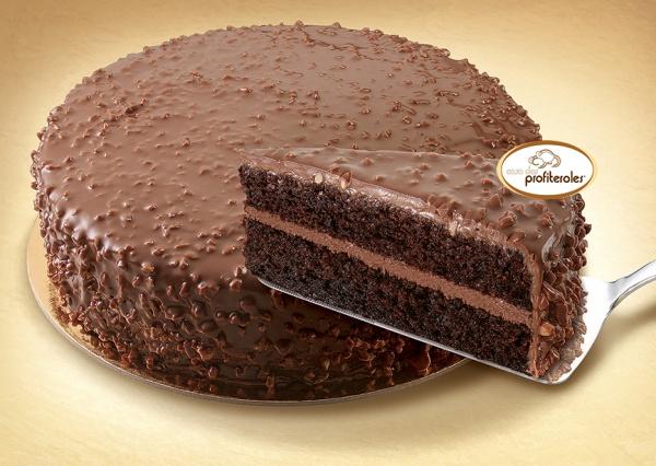 Confeccionada con bizcocho y crocant de chocolate, cubierta con crema de chocolate y avellanas y decorada con almendra granulada.