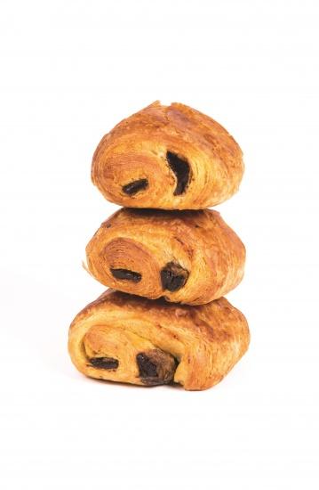 Mini pain au chocolat elaborado con un 21% de mantequilla y delicioso chocolate (12,5%). Producto con masa madre. Sin colorantes ni aromas asrtificiales.