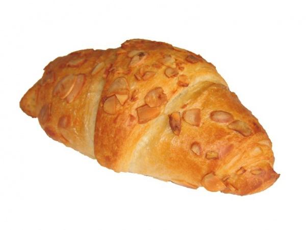 Auténtico croissant de mantequilla, relleno de mazapán y adomado con almendras laminadas.