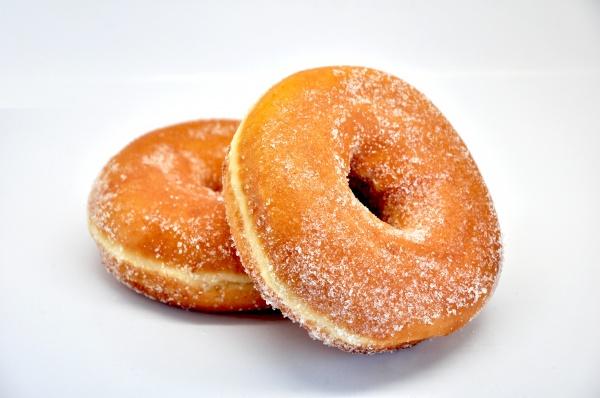 Rosquilla elaborada a base de harinas de trigo, malta y soja. Descongelar a temperatura ambiente y lista para consumir.