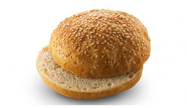 Delicioso pan horneado en horno de piedra, elaborado con harina de trigo y semillas de sésamo.