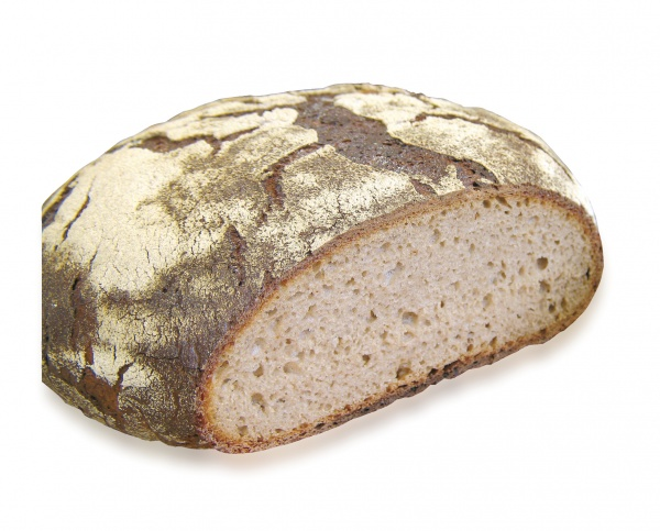 Hecho a mano. Tiene un extraordinario sabor. 90% de centeno y 10% de trigo. Elaborado con masa madre natural. Su recia corteza esconde una miga deliciosa.