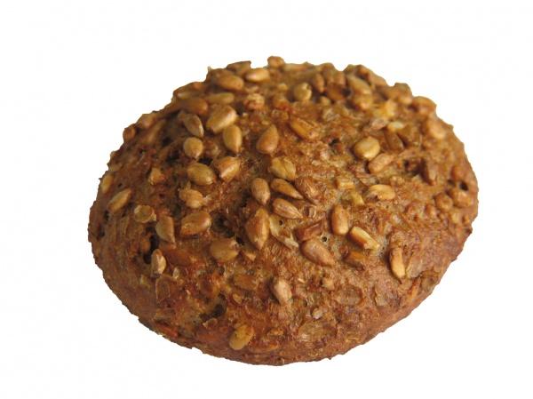 Compacto panecillo de harina de trigo integral, centeno triturado, pipas de girasol y semillas de lino.