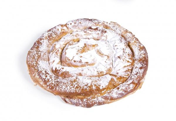Deliciosa ensaimada nº2 de cabello de ángel con masa elaborada a partir de harina de trigo y manteca de cerdo. ¡Lista para el consumo!